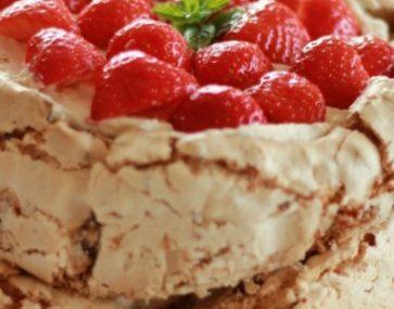 Chocolate Vincotto Meringue Cake