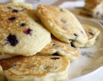 Hotcakes with Banana and Blueberries